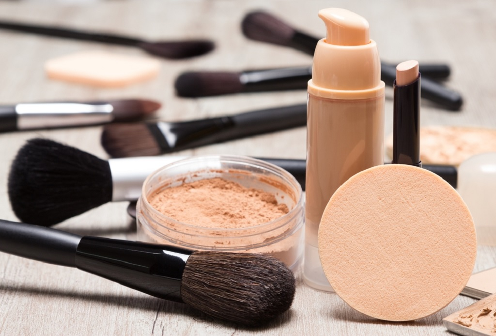 Top 5 Best Drugstore Makeup for Acne – Safe for Your Skin