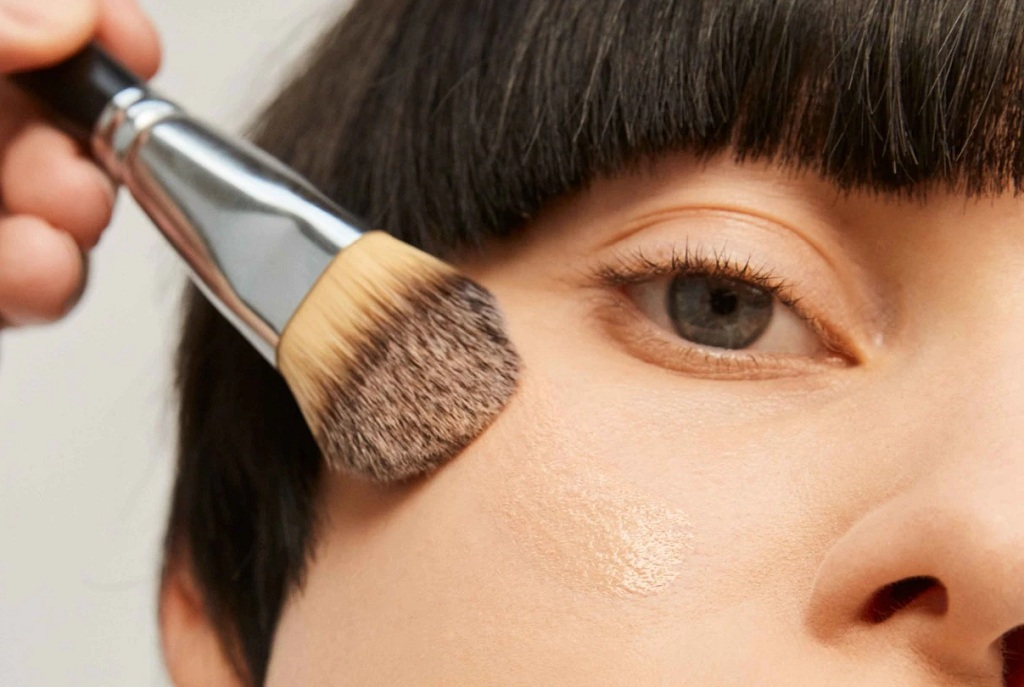 Makeup to Hide Flaws to Get a Perfect Complexion Easily